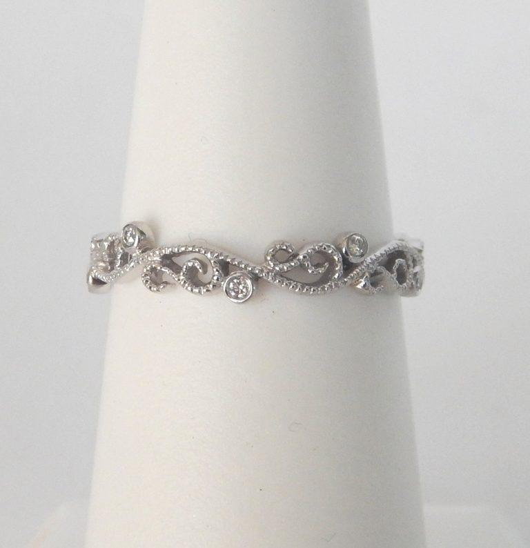 swirly diamond band