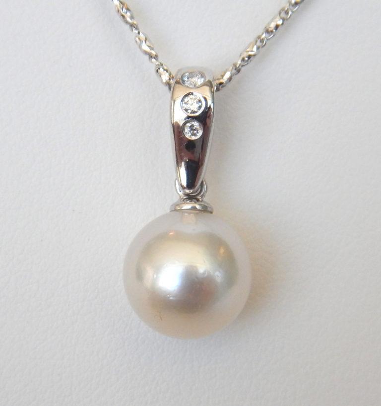 white gold akoya pearl and diamond pendant