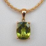 rectangular peridot pendant in yellow gold