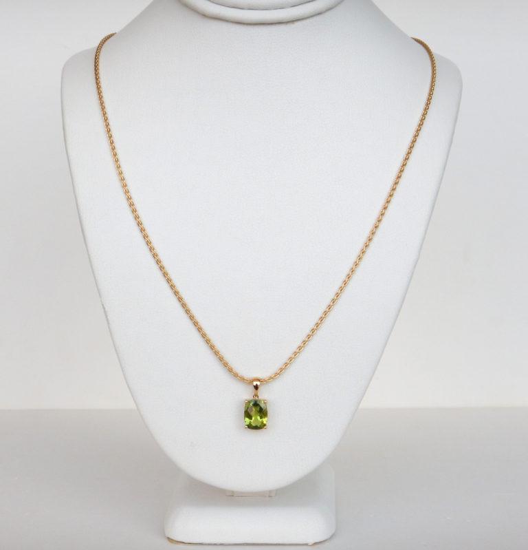 peridot pendant in yellow gold