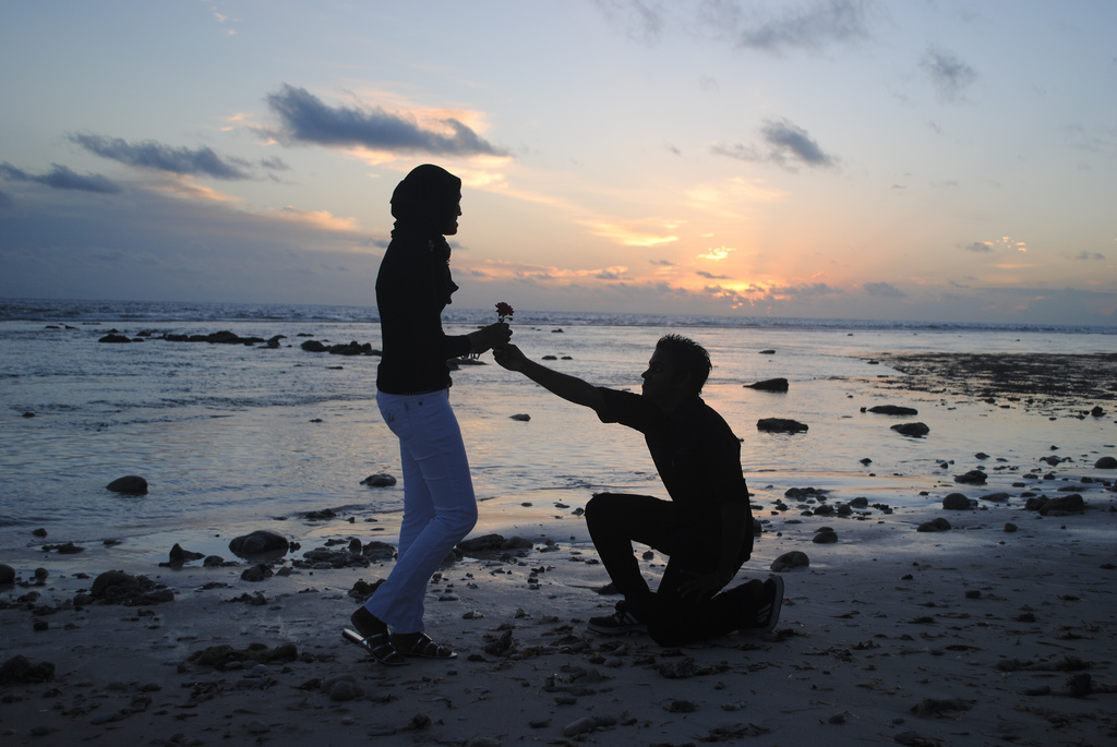 summer marriage proposal at beach