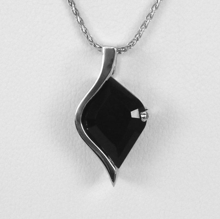 white gold black onyx pendant