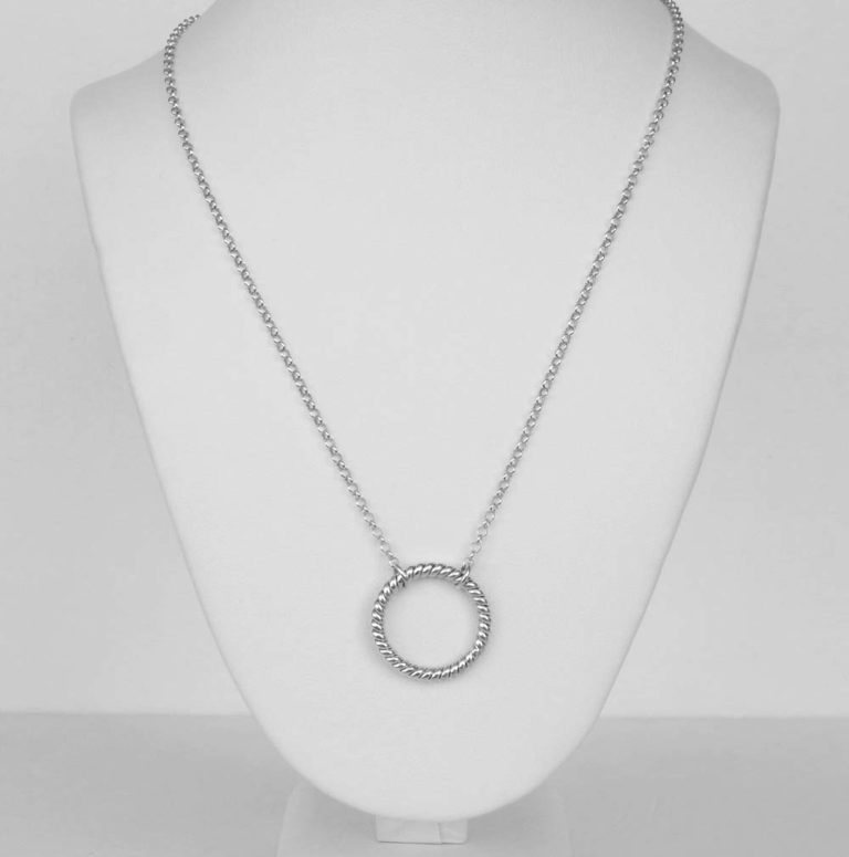 indiri sterling silver circle necklace