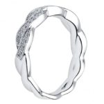 side view of twisted diamond band